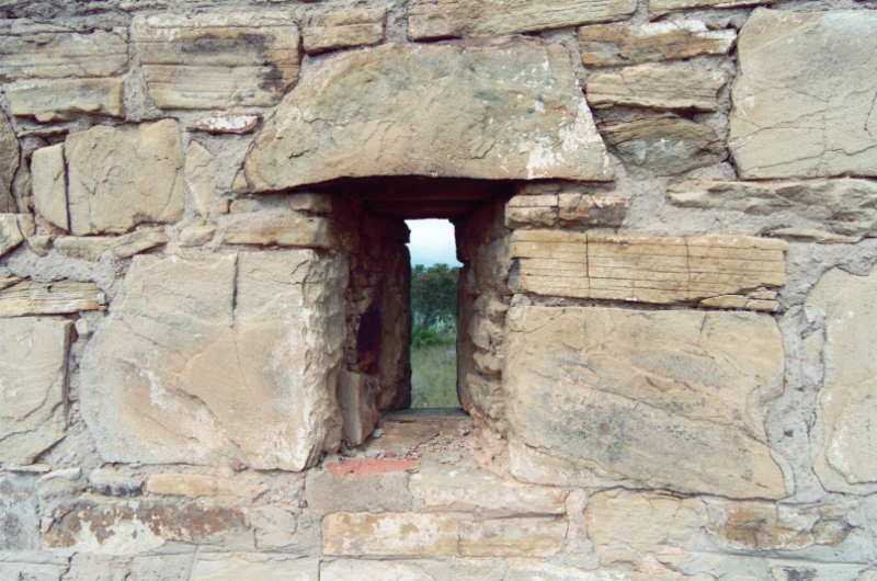 loophole-in-stone-wall-of-fort
